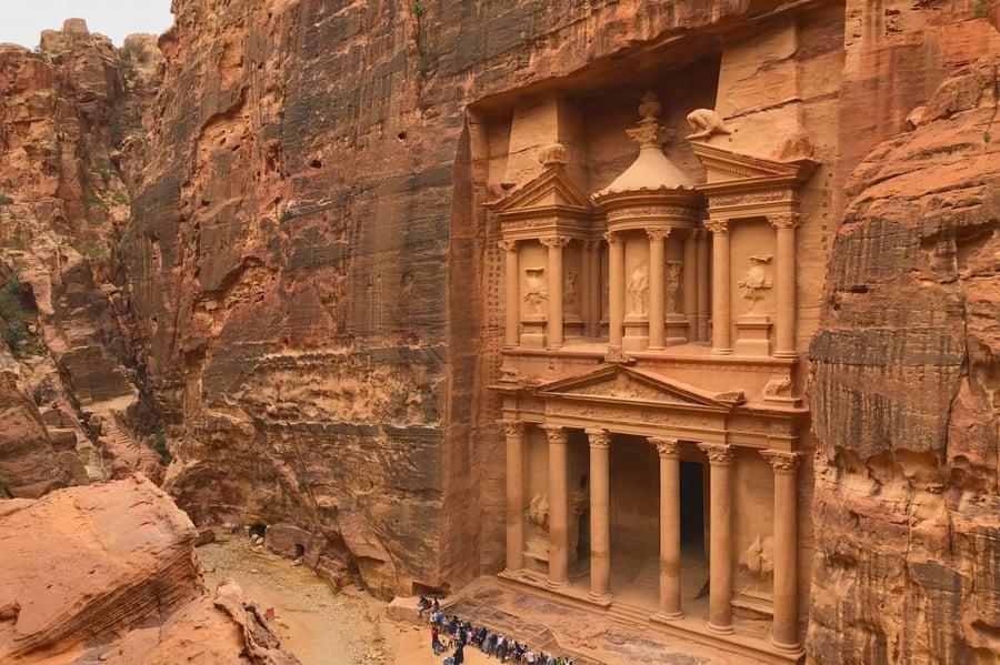 Five-adventures-in-jordan-PETRA-1220x813